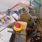Treiber auf dem Steckbrett und Controller, Programmer und Pollin-Schrittmotorsteuerungsplatine hinten